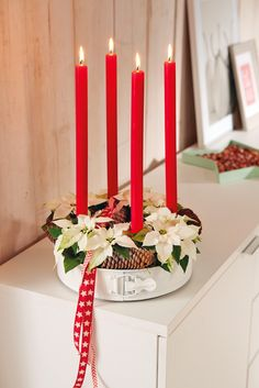 Stars for Europe Christmas Colors, Christmas Themes, Advent Wreath, Centre Pieces, Poinsettia, Color Themes, Decoration, Floral Arrangements, Sweet Home