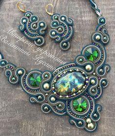 Мой любимый Лабрадорит с жемчугами Swarovski и турецкий сутаж завораживающий камень прям глаз не оторвать #сутаж #aminasjewellery фото без фильтра☺️ набор в свободной продаже☺️пишите