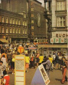 """Katowice w PRL - Dom towarowy - zdjęcie z albumu """"Katowice - Donieck"""" z 1981 / forum: http://www.skyscrapercity.com"""