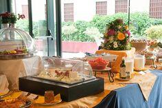 La giornata comincia bene a Hotel de la Ville! Un buffet tutto da scoprire, una colazione sana e ricca preparata solo con ingredienti freschi e selezionati, fragranti brioches e deliziose torte. Il nostro hotel 4 stelle si trova a vicenza è facile da raggiungere e comodo ai mezzi.