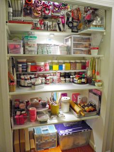 New pantry dedicated solely to baking and decorating supplies! I want a baking pantry! Baking Storage, Baking Organization, Cake Storage, Organization Hacks, Fridge Organization, Cake Supplies, Cake Decorating Supplies, Baking Supplies, Decorating Tools