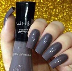 Discover the 10 most popular nail polish colors of all time! - My Nails French Manicure Acrylic Nails, Acrylic Nail Designs, Pretty Nail Colors, Gray Nails, Nail Art, Elegant Nails, Nail Polish Colors, Trendy Nails, Natural Nails