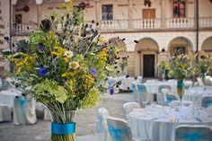 Polne kwiaty na ślubie - bukiet ślubny z polnych kwiatów i dekoracje weselne prosto z ogrodu. Romantyczne i nietuzinkowe - dekoracje ślubne z polnych kwiatów.