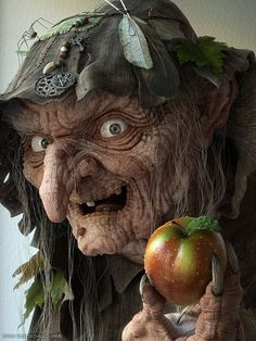 Scary Ugly Witch with Poison Apple scary animated ugly witch gif halloween poison apple Theme Halloween, Holidays Halloween, Vintage Halloween, Halloween Makeup, Halloween Decorations, Halloween Witches, Happy Halloween, Halloween Clay, Halloween Pics