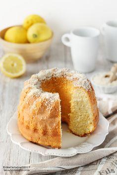 La torta allo yogurt con cocco e limone è un dolce semplice, ma profumatissimo e ricco di leggerezza. Una torta molto morbida, impalp...