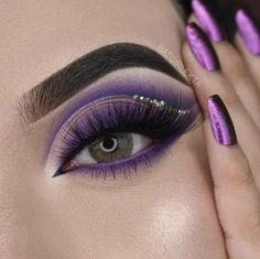 Party Eye Makeup, Purple Eye Makeup, Halloween Eye Makeup, Edgy Makeup, Glitter Eye Makeup, Colorful Eye Makeup, Eye Makeup Art, Kiss Makeup, Smokey Eye Makeup