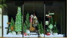 the crepe confectionary: finding holiday inspiration from store windows and displays. Shop Window Displays, Store Displays, Photo Displays, Display Windows, Display Photos, Anthropologie Display, Anthropologie Christmas, Christmas Window Display, Christmas Trees