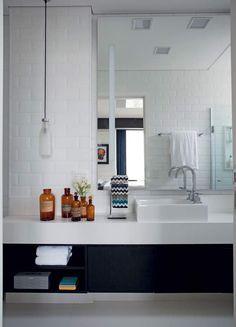 banheiro-branco-pia-bancada-pendente (Foto: Marco Antonio/Editora Globo)