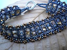 RAW Variation by gingerbeaddesigns, via Flickr Very pretty. No instructions