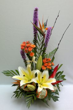 Happiness is. A Lovely Sunshine Bouquet. Creative Flower Arrangements, Tropical Flower Arrangements, Vase Arrangements, Beautiful Flower Arrangements, Unique Flowers, Flower Centerpieces, Tropical Flowers, Flower Decorations, Beautiful Flowers