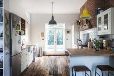 Altbau Küchenbereich Holzboden Ziegelwand ähnliche tolle Projekte und Ideen wie im Bild vorgestellt findest du auch in unserem Magazin . Wir freuen uns auf deinen Besuch. Liebe Grüße