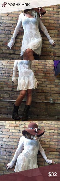 || FREE PEOPLE || • Loose Knit dress In great pre loved condition! Wear with anything under or over!! So cute! Free People Dresses