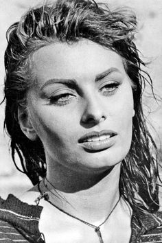 Sophia Loren 😍 Hibiscus House: Soldiers, Movie Star and Memorial Day Thoughts Classic Hollywood, Old Hollywood, Memorial Day, Loren Sofia, Divas, Carlo Ponti, Sophia Loren Images, Star Wars, Italian Beauty