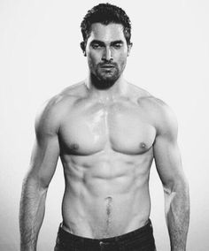 And Finally, This - Pin for Later: 9 Times You Couldn't Unglue Your Eyes From Tyler Hoechlin's Shirtless Bod on Tee - Teen Wolf Derek Hale, Teen Wolf Boys, Teen Wolf Cast, Tyler Hoechlin, Logan Lerman, Wolf Tyler, Bae, Male Torso, Pretty Men