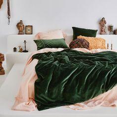 Living Room Home Decor .Living Room Home Decor Green Rooms, Bedroom Green, Room Ideas Bedroom, Bedroom Inspo, Dream Bedroom, Emerald Bedroom, Eclectic Bedroom Decor, Dark Cozy Bedroom, Emerald Green Bedrooms
