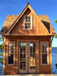 Small Cabin Plans - Ideas for Your Backyard Cottage Buy A Tiny House, Building A Tiny House, Tiny House Cabin, Tiny House Living, Small Living, Cabin Plans, Shed Plans, House Plans, House Worth