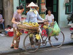 Banaaninmyyjä Hanoissa