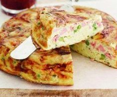 Turn leftover Christmas ham into this fast and filling frittata. Bacon Ham Recipes, Egg Recipes, Cooking Recipes, Healthy Recipes, Recipies, Oven Baked Frittata, Frittata Recipes, Good Food, Yummy Food