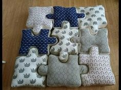 DIY puzzle piece pillow tutorial, Place pads are an easy way to include a place of color and fun into your property décor. Baby Room Design, Baby Room Decor, Pillow Tutorial, Diy Tutorial, Cushion Tutorial, Sewing Crafts, Sewing Projects, Letter Cushion, Baby Pillows