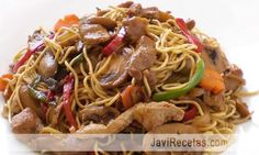 Fideos Chinos fritos // Fried Chinese noodles recipe in spanish Asian Recipes, Healthy Recipes, Ethnic Recipes, Chinese Noodle Recipes, Chinese Coleslaw, Great Recipes, Favorite Recipes, China Food, Asian Kitchen
