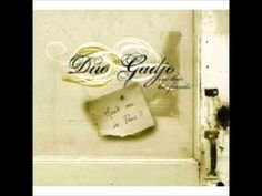 la vie en rose :: duo gadjo. i think it's the string bass part that makes me fall in love with this song all.over.again.