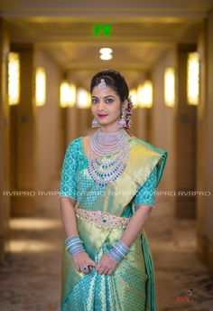 Extravagant is too small word - The Big Fat South Indian Wedding Bridal Sarees South Indian, Indian Bridal Outfits, Wedding Silk Saree, Indian Silk Sarees, Indian Bridal Wear, South Indian Weddings, Indian Bridal Jewelry, Indian Bridal Fashion, Bridal Jewellery