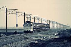 Új tartályvagonokkal tart Lőkösháza felé Kürtösről, Dorobanti határában. Trefhetes képe. Hungary, Railroad Tracks, Louvre, Moon, India, Building, Trains, The Moon, Goa India