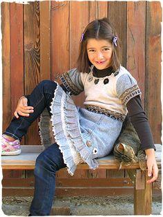 Abito bimba Giulia #Vestito #abito con maniche corte lavotato a maglia. Due balze al fondo in combinazione di colori. Disegno etnico con ricamo floreale. Rifinito all'uncinetto.   #modaetnica #ethnicalfashion #alpacaswhool #lanadialpaca #peruvianfashion #peru #lamamita #moda #fashion #italianfashion #style #italianstyle #modaitaliana #lamamitafashion #moda2016 #fashion2016 #winter #winterfashion #dress #wintersales #sales #childrenfashion #modabimbi