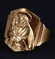 Pope Francis' fisherman's ring. The ring, already a liturgical-New Testament element, has been among the insignia peculiar to the Bishop since the 1st millennium. The ring is in the same design as Pope Paul Vi's, and is gold-plated silver.