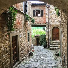 Like a postcard. Montefioralle, Tuscany. #roadmance #montefioralle #tuscany