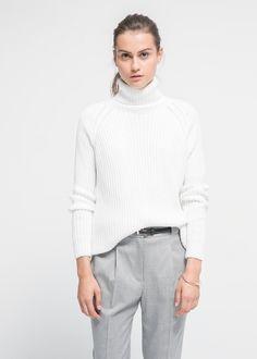 MINIMAL + CLASSIC: Grey & white look with skinny black belt