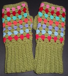 Free Pattern Lucy 'In the sky': Granny Chic 'Granny Stripe' Wrist Warmers Pattern