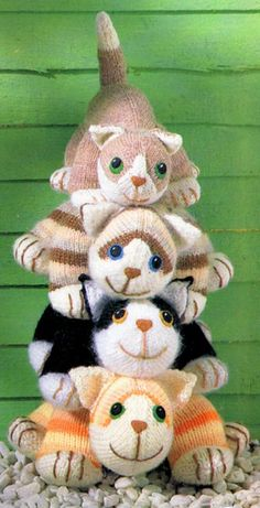 Free cat pattern Ravelry: Four knitted cats - tabby, ginger, black-and-white and moggy pattern by Kath Dalmeny Knitting Patterns Free, Knit Patterns, Free Knitting, Baby Knitting, Knitting Toys, Sweater Patterns, Stitch Patterns, Knitted Cat, Knitted Animals