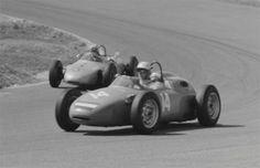 1962-Dutch-GP-Carel-Godin-de-Beaufort-drives-car-number-14-a-Porsche-718-Ben-Pon-drives-car-number-15-a-Porsche-787.jpg (500×324)