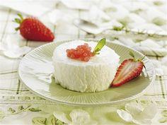 Mousse de yogur con caviar de fresas