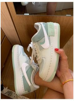 Dr Shoes, Cute Nike Shoes, Swag Shoes, Cute Nikes, Cute Sneakers, Hype Shoes, Shoes Sneakers, Cool Womens Sneakers, Green Nike Shoes