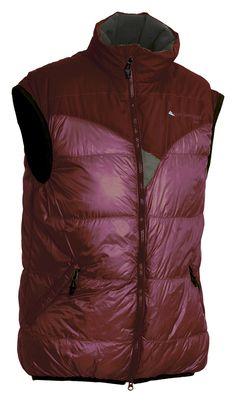 Bore Vest(ボーレベスト)/100%ホワイトグースダウンに800フィルパワーと保温性高いダウンベスト。表面は、肩部に密度あるストレッチナイロン、胴部は軽量性あるPertex®のリップストップナイロンと2つのナイロンを採用。斜めに走った耐水性あるフロントジッパー、2つのアウターポケット搭載。胸部内側にあるメッシュポケットは、そのまま折りたたんでベストを収納できるパッカブルタイプ。重量:400g