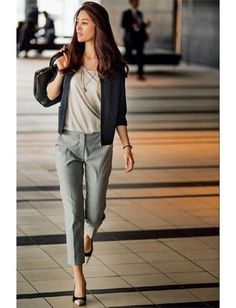 Take a look at the trending office and work outfit ideas for women in Casual, classy and chic apparel that are appropriate for Office and Work. Casual Work Outfits, Business Casual Outfits, Mode Outfits, Office Outfits, Classy Outfits, Trendy Outfits, Fashion Outfits, Outfit Work, Office Fashion