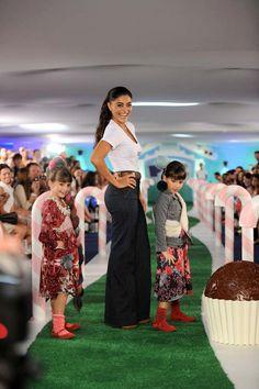 Juliana Paes estrelou desfile da PUC no Sony Fashion Weekend Kids 2012