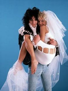 Tommy Lee y Heather Locklear 1986 Hair Metal Bands, 80s Hair Bands, Metal Songs, Heather Locklear, Inexpensive Wedding Venues, Nikki Sixx, Famous Couples, Greatest Songs, Kpop