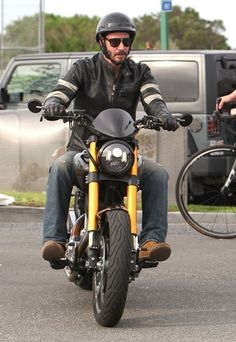 Keanu Reeves Photos Photos - Keanu Reeves Leaves a Club - Zimbio