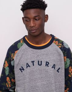 SWEATSHIRT NATURAL MANGAS ESTAMPADAS FLORES - SWEATSHIRTS - HOMEM - PULL&BEAR Portugal