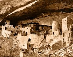 Around the eleventh century, the modern-day Southwest canyons were alive with architectural wonders, cliff cities and sprawling fields belonging to the Ancient Cliff Dwellers, more known to us as Anasazi.