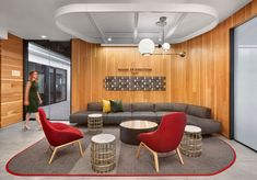 Studio O+A, IA Interior Architects and Gensler have collaborated to realize the transformational design of McDonald's headquarters located in Chicago, Modular Lounges, Modular Sofa, Office Interior Design, Office Interiors, Office Designs, Office Lounge, Office Reception, Waiting Area, Workplace Design
