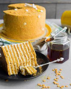 Медовик — потрясающая классика для каждого  Основы  Хозяйке на заметку  Недавние обзоры Honey Recipes, Sweet Recipes, Baking Recipes, Cake Recipes, No Bake Desserts, Easy Desserts, Delicious Desserts, Yummy Food, Dessert Recipes With Pictures