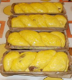 Cozonac cu nuca si rahat Romanian Desserts, Romanian Food, Snacks, Pavlova, Sweet Bread, Bread Baking, Hot Dog Buns, Cake Recipes, Food And Drink