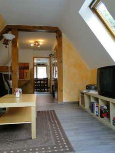 Wohnraum in Richtung Flur/ Küche mit SAT TV, CD Radio DVD Player, Internet per WLAN/ LAN