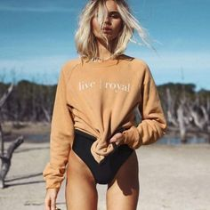 summer outfit / nude sweatshirt and black monokini - Summer Outfits Beach Poses, Foto Pose, Photo Instagram, Instagram Summer, Mode Outfits, Mode Inspiration, Mode Style, Bikini Models, Fashion Models