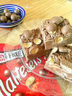 You'll LOVE this Easy No Bake Malteser Chocolate Slice recipe - it's a TRIPLE Malteser hit with Malteser chocolate, malt powder and chopped Maltesers! No Bake and five minutes to make! Easy quick No Bake Malteser Recipe Chocolate Slice, Melting Chocolate, Chocolate Malt, Chocolate Heaven, Baking Recipes, Cookie Recipes, Dessert Shots, Vegetable Prep, Kitchens