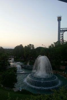 Anocheciendo en el Parque de Atracciones de Madrid